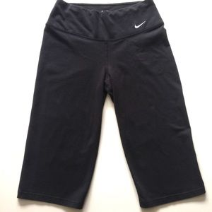 EUC Nike DRI-FIT Capri Leggings Pants Workout